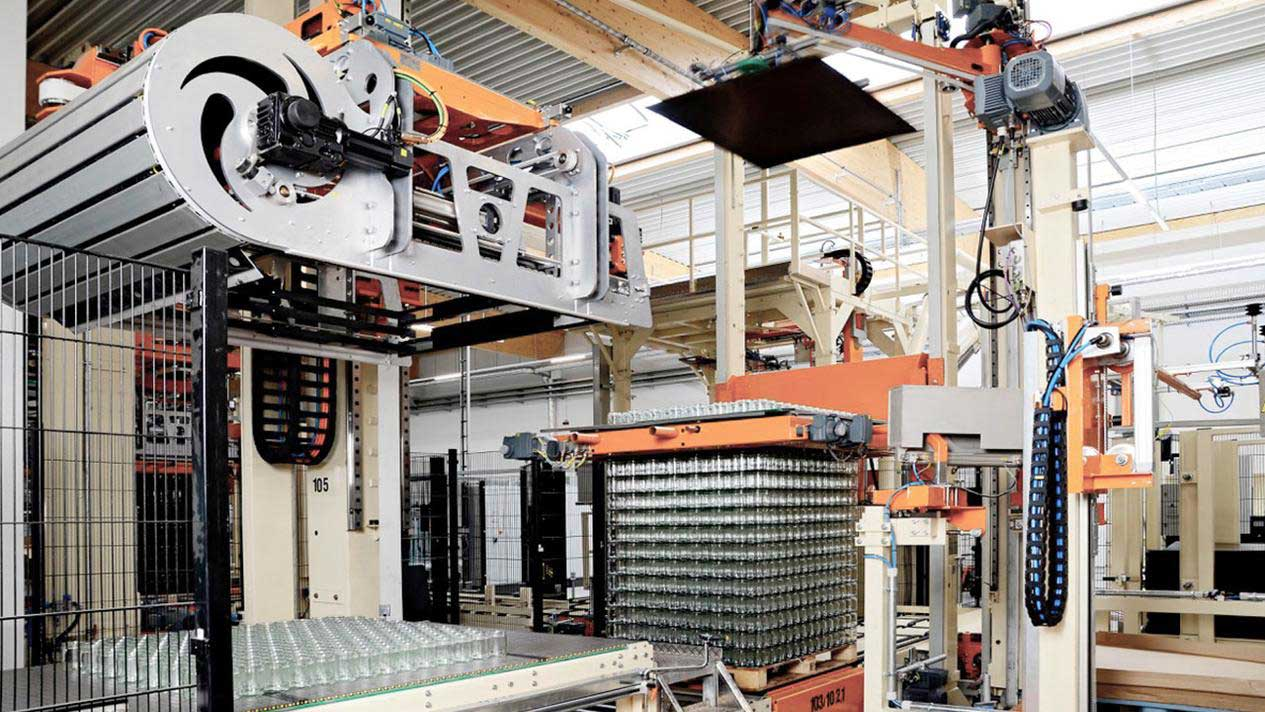 Systems for depalletizing and palletizing finished beverage products is the prerequisite for an economical filling line.